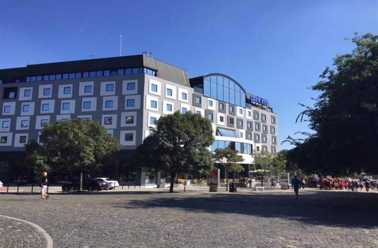 Anderes kommerzielles Objekt, Vermietung (Angebot), Bratislava - Staré Mesto - Rybné nám. - Rybné námestie 1 BA centrum Staré mesto