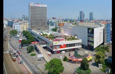 Großgarage, Vermietung (Angebot), Bratislava - Staré Mesto - Dunajská - Kamenné námestie Dunajska ulica oproti TESCU