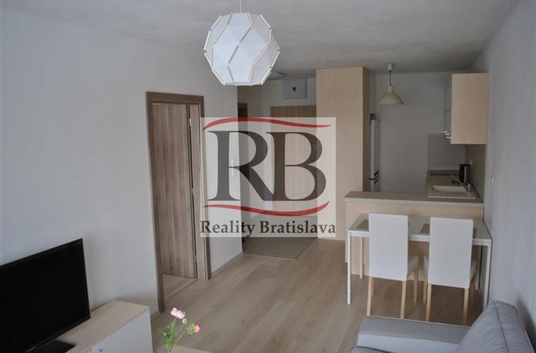 Byt 2+1, Pronájem, Bratislava - Petržalka - Muchovo námestie