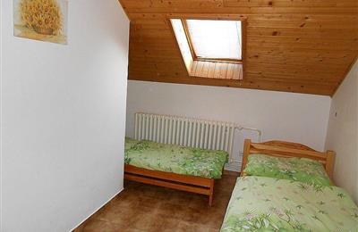 izba 5 na poschodí - 1.jpg