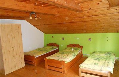 izba 4 na poschodí - 1.jpg