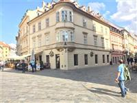 Rent 3 bedroom flat, 159 m2, (living room, bedroom, study) on the first floor of the house in the historical part of Bratislava, pedestrian zone.